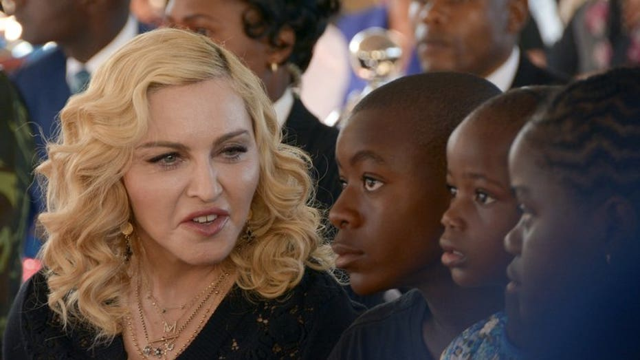 Fan sues Madonna, saying her concert starts too late
