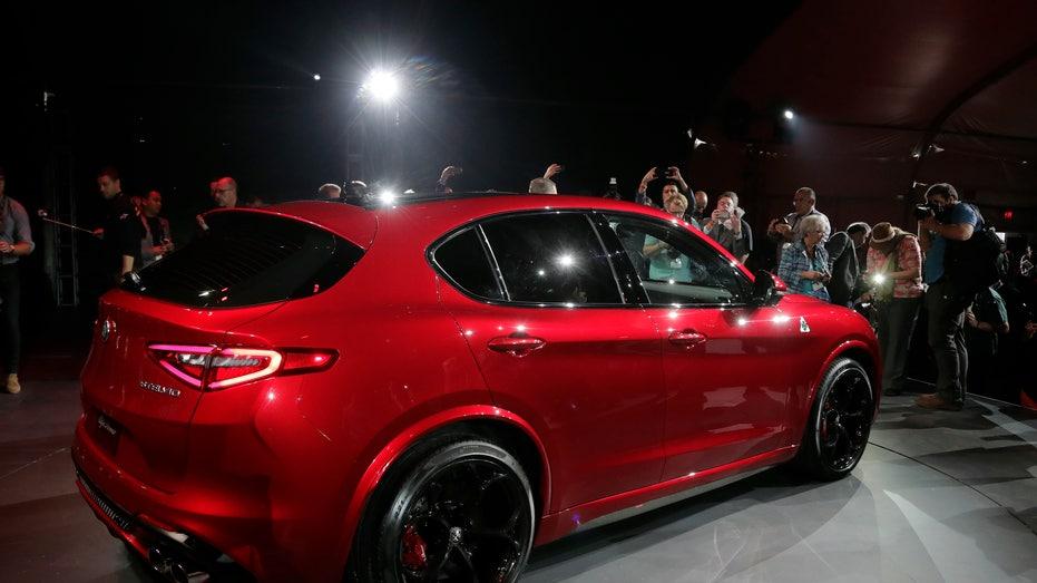 Alfa Romeo Stelvio 3 LA auto show FBN