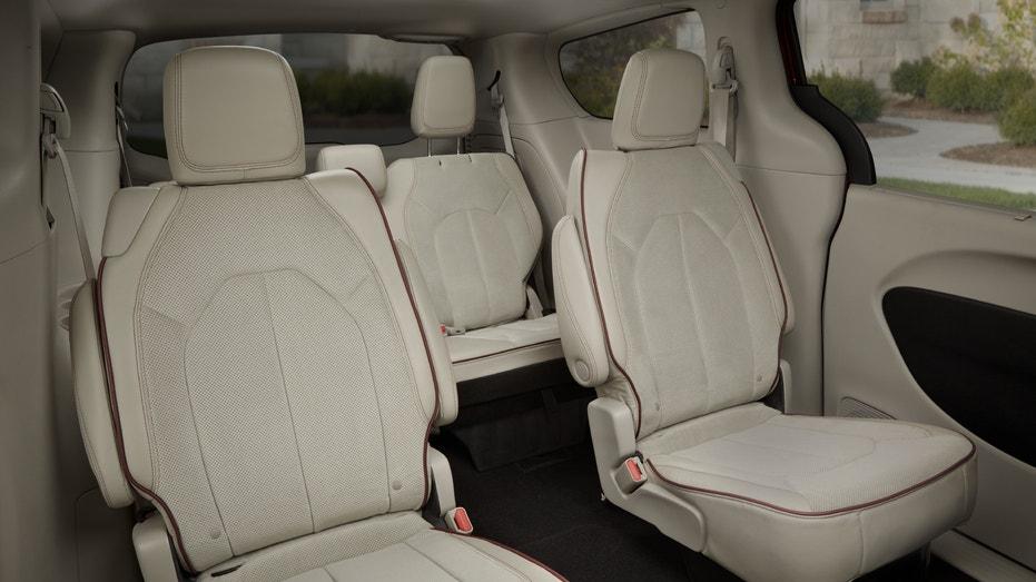 2017 Chrysler Pacifica interior FBN