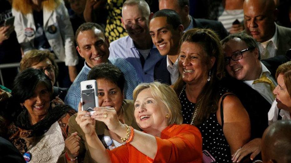 Hillary Clinton selfie pose