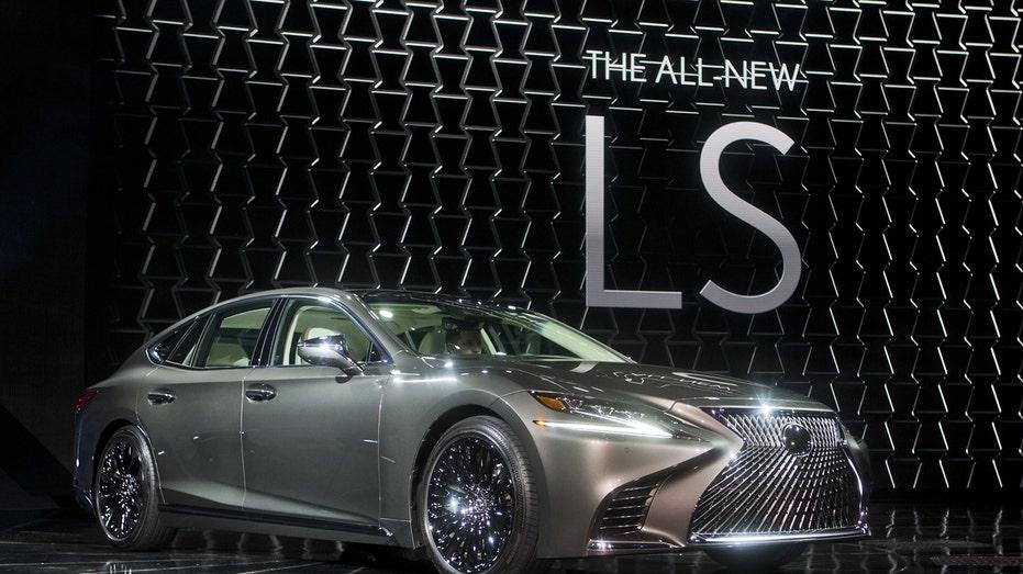 Lexus LS 2017 Detroit auto show FBN