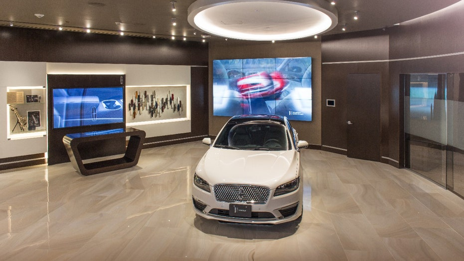 Lincoln experience center FBN