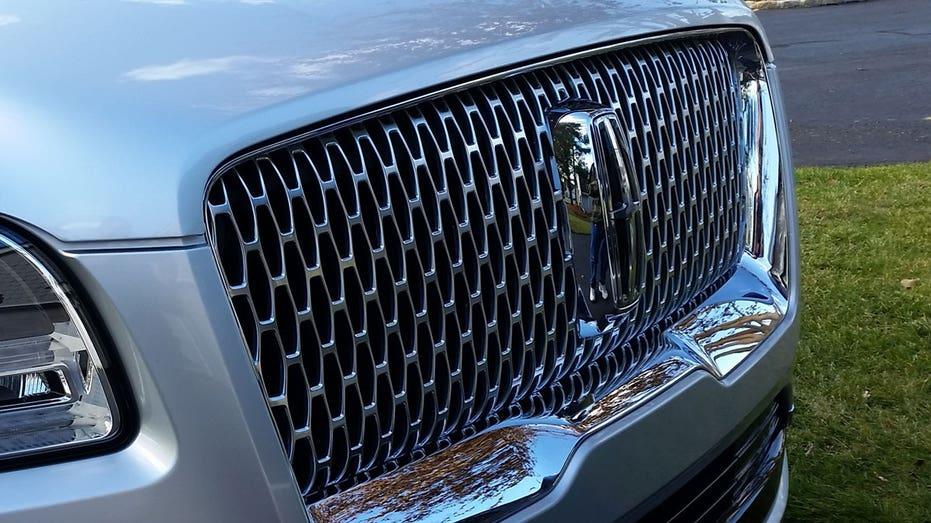 2018 Lincoln Navigator grille FBN