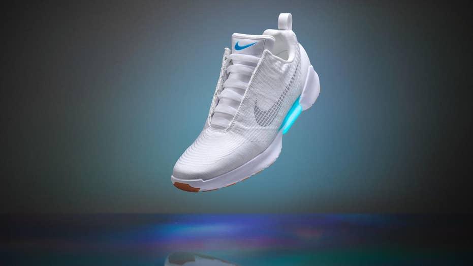 Nike HyperAdapt power laces white FBN