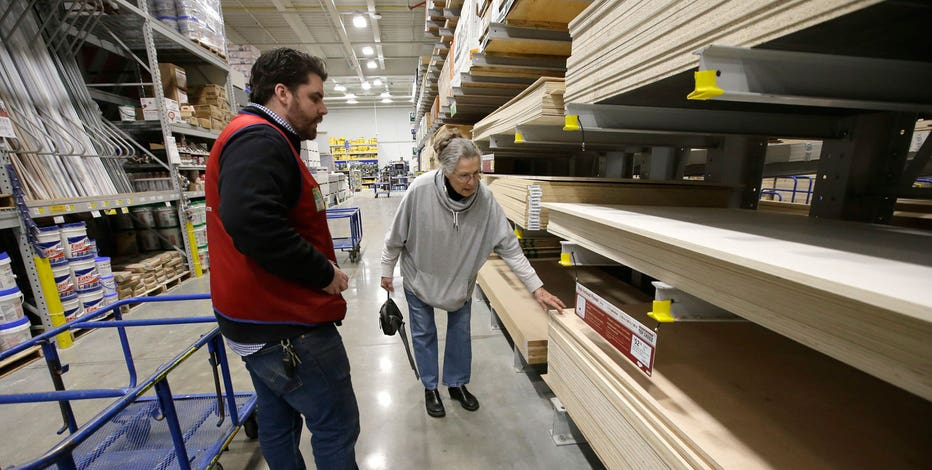 Lowe's reports higher-than-expected same store sales