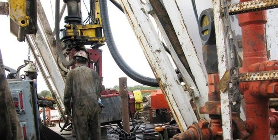 Oil Prices Head Lower As Crude, Gasoline Inventories Rise