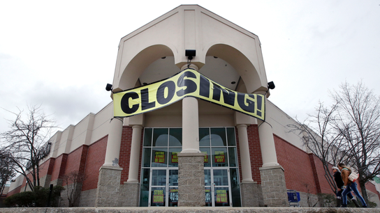 4 tips to navigating store liquidation sales