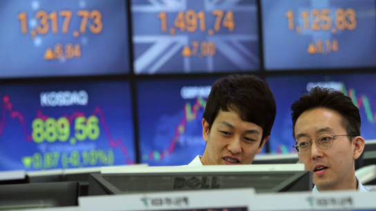 Asian stocks decline, with trade, US politics in focus