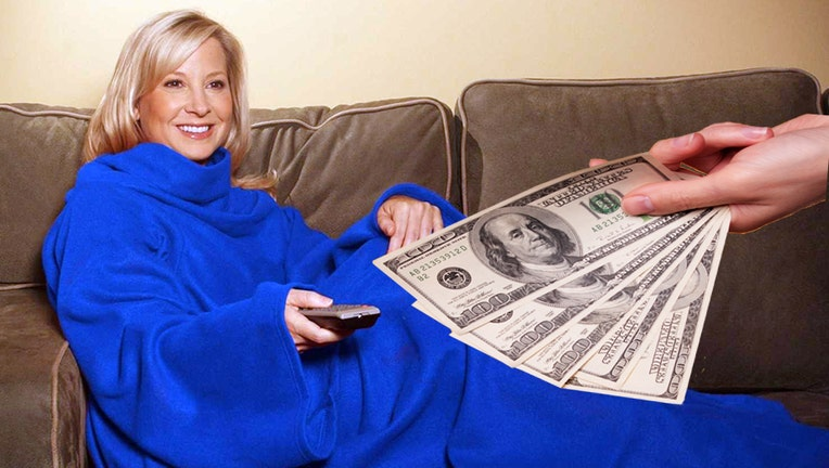 Some Snuggie owners to get settlement checks in mail
