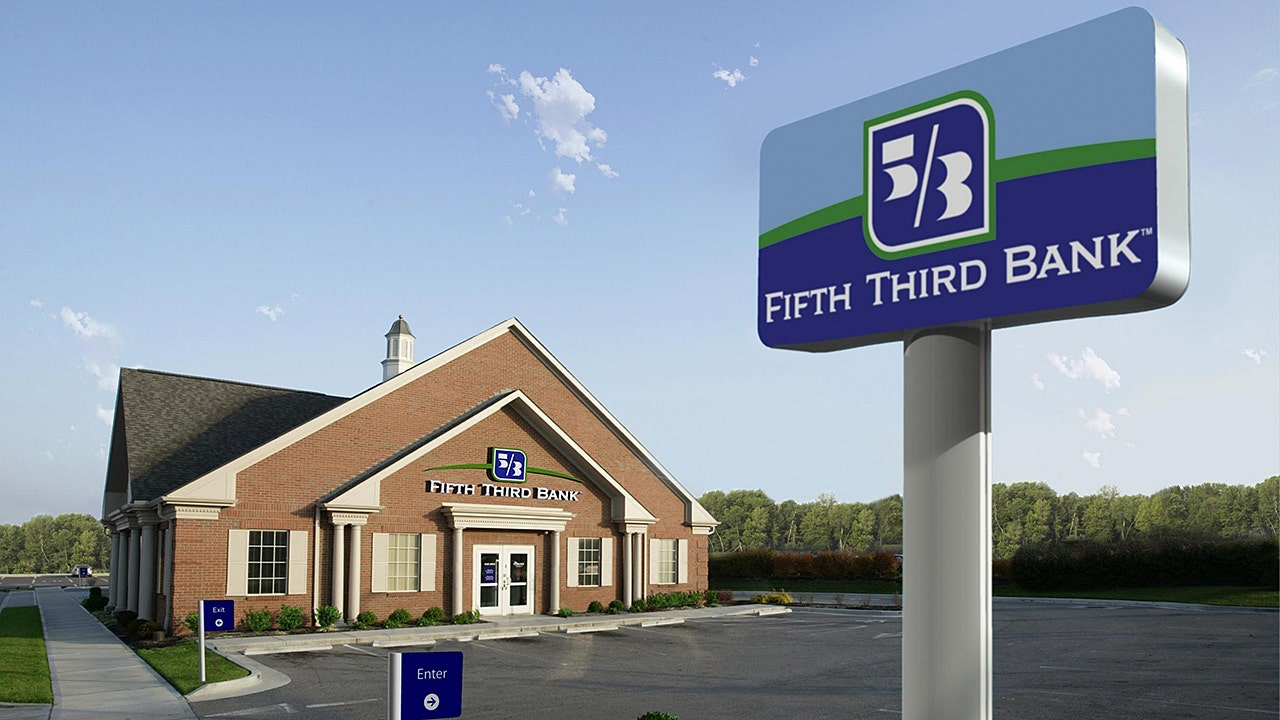 Fifth Third Tumbles After 47b Deal To Buy Chicago Based Bank Fox