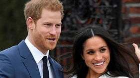 Buckingham Palace scrambles to cope with Harry, Meghan's surprise move