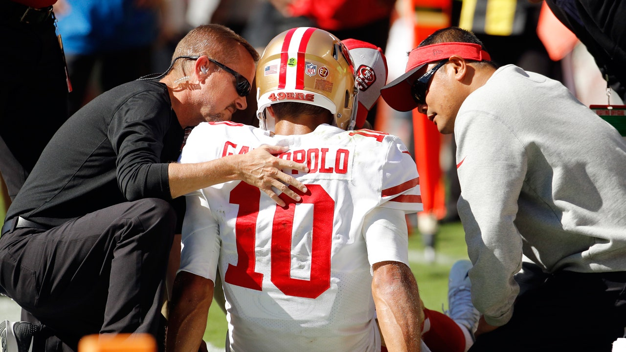 56b766490 What 49ers QB Jimmy Garoppolo s knee injury means for his massive contract