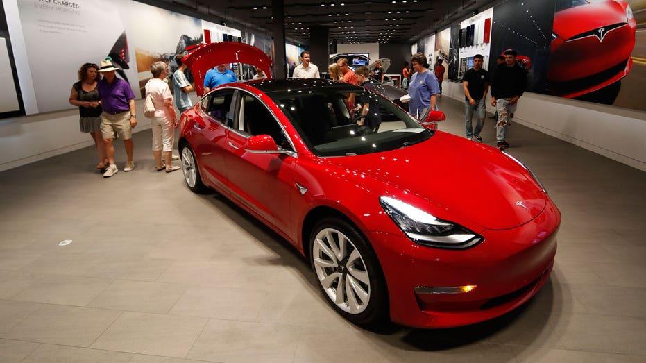 Mahjong, cartoons coming to Tesla car screens in China next year