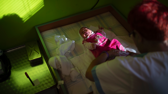 Slovak hospitals hold new Roma mothers against their will