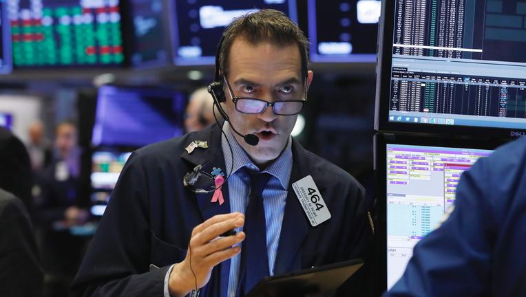 US stocks move higher as market extends winning streak