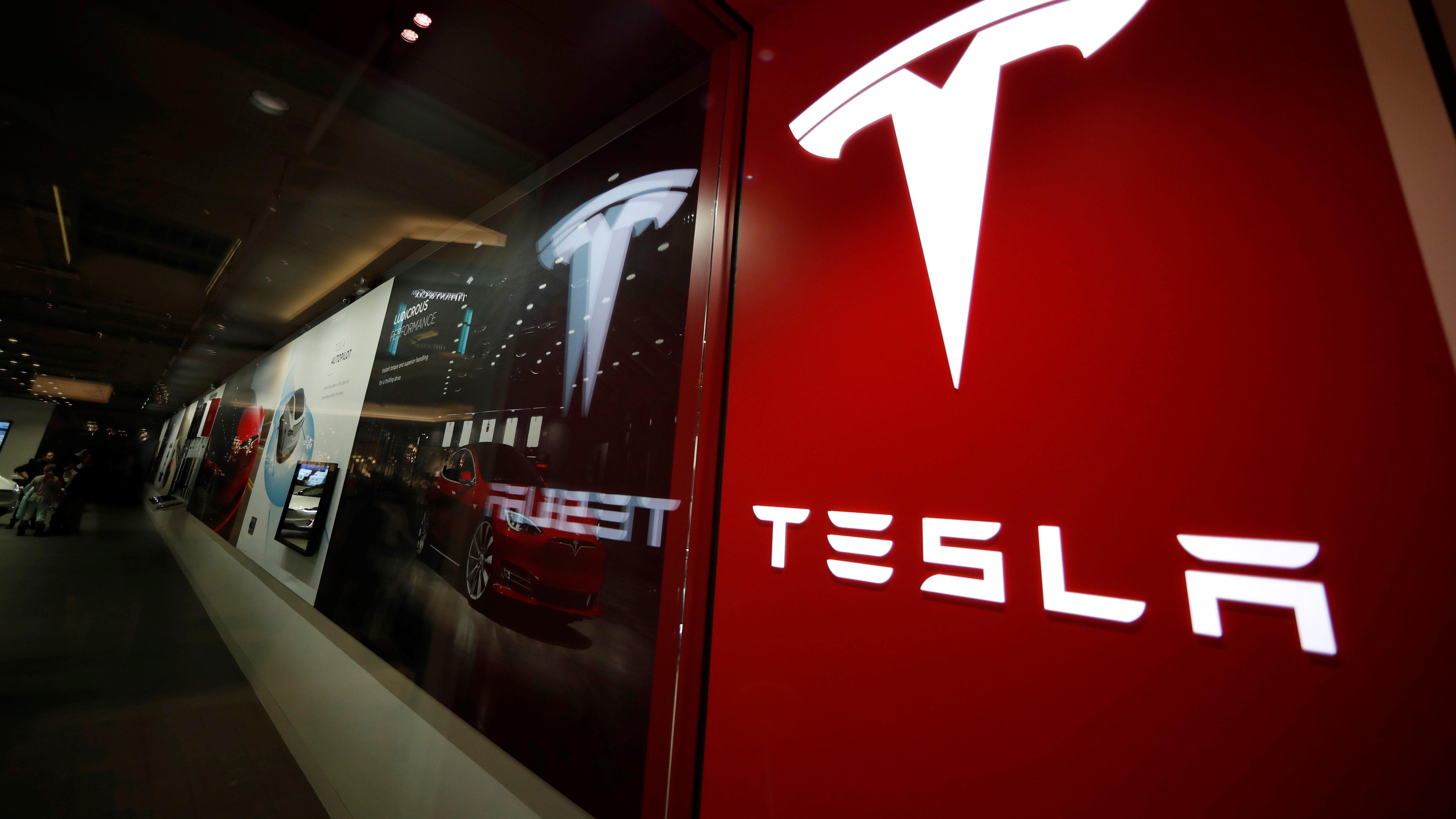 Deadly Texas crash involving Tesla worth $80,000 sparks 4 hour fire