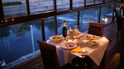 Eating out more? That's because the economy is doing well, expert says
