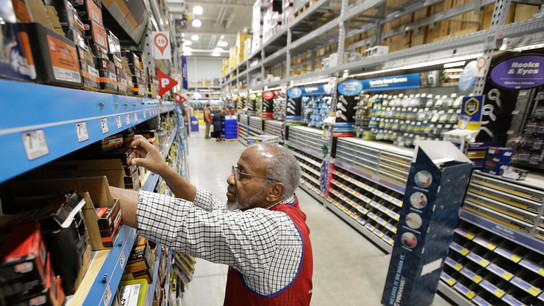 Lowe's shares fall 10% on earnings miss