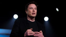 Hedge funder on Tesla solar push: 'If you believe this, I have bridge to sell you'