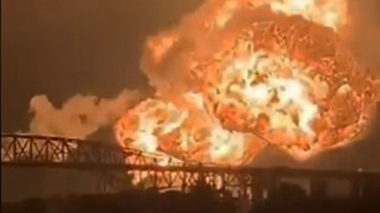 Explosion rocks South Philadelphia oil refinery