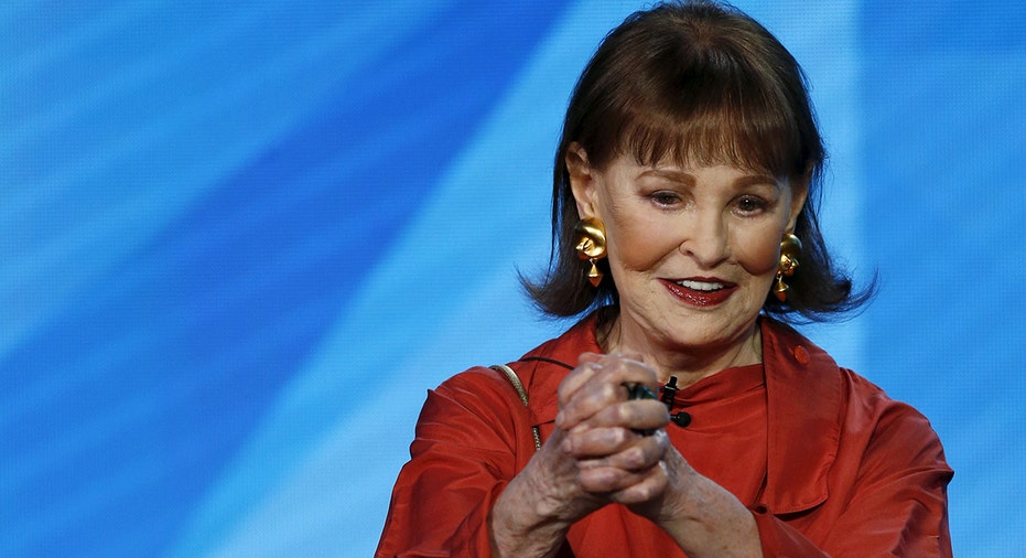 Gloria Vanderbilt Anderson Cooper S Mother And Iconic Fashion Designer Dead At 95 Fox Business