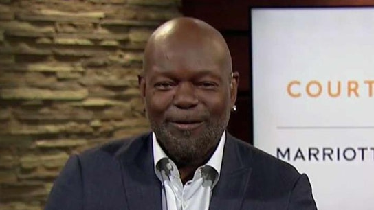 NFL legend Emmitt Smith: College athletes deserve to be paid