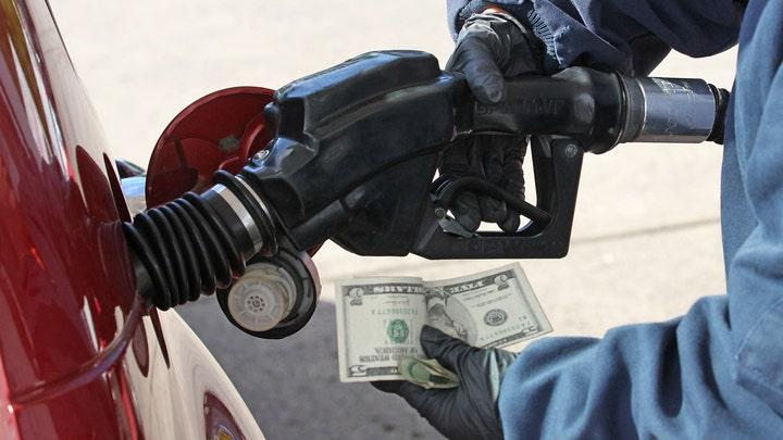 Average price of US gas drops 1 penny per gallon to $2.65