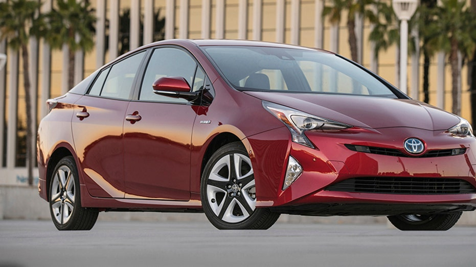 Best Mpg Used Cars >> The 5 Best Used Cars For College Students Edmunds Fox
