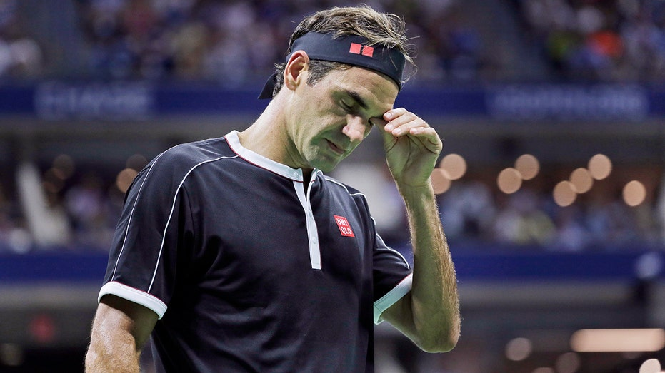 Roger Federer to miss French Open after having knee surgery