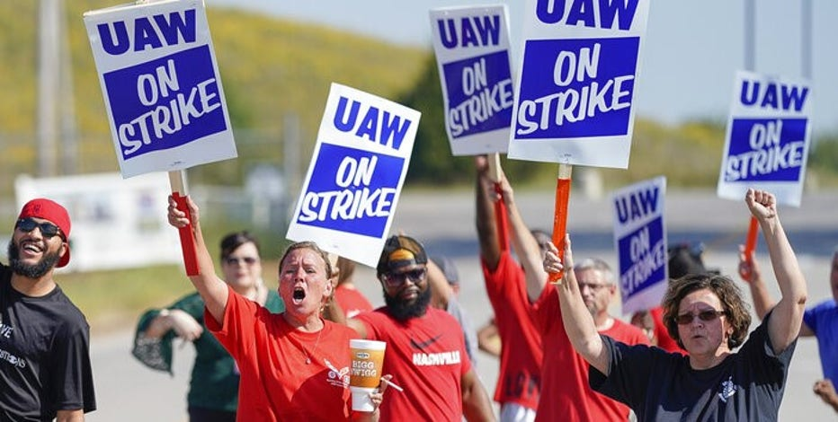 GM, union spar over health care, revealing tension in talks