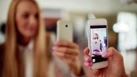 Instagram bans some selfie filters over mental health concerns