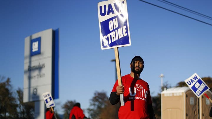 CLOSER TO DEAL? Union calls leaders to Detroit as GM strike enters fifth week
