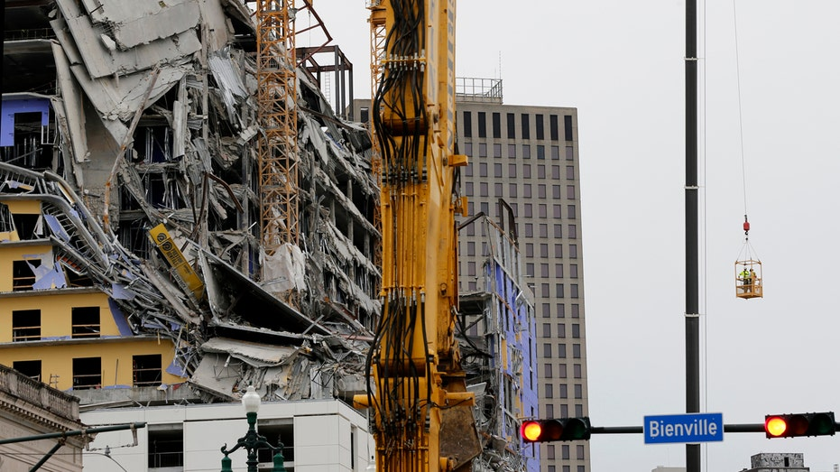 Crane explosion planned Saturday in New Orleans
