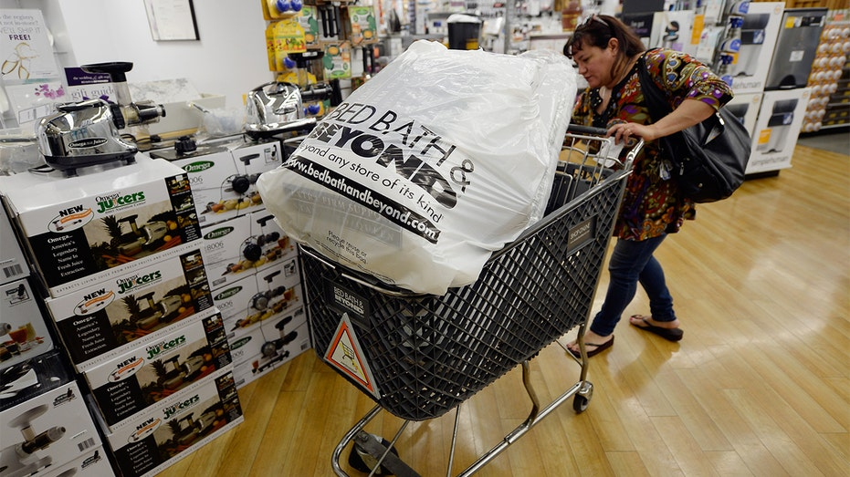 Bed Bath & Beyond withdraws annual guidance after weak 3Q
