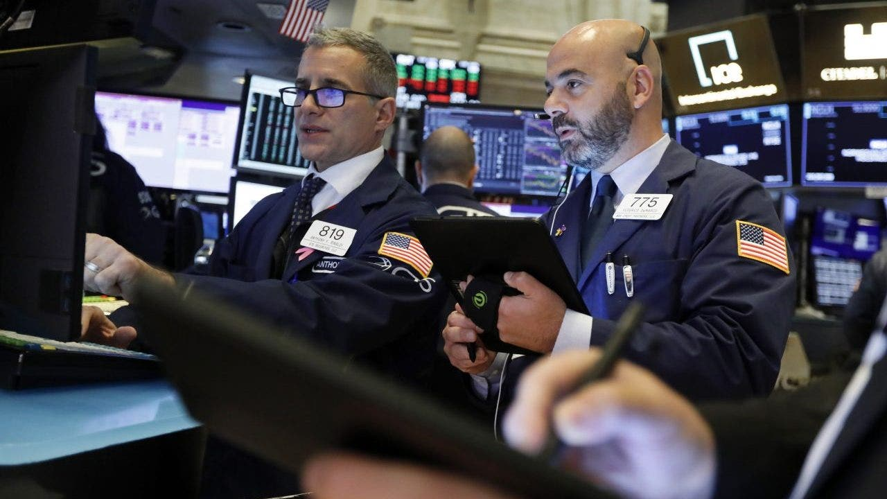 Stocks rise on positive trade comments