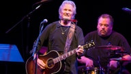 Kris Kristofferson gives fans in a small town the surprise of a lifetime