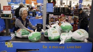 Thanksgiving dinner deadline drives grocery store crowds on Turkey Wednesday