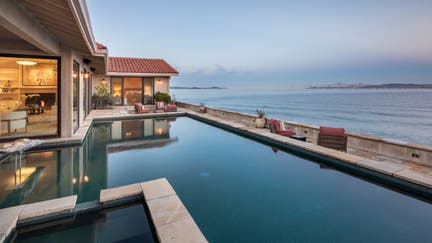 Robin Williams' former San Francisco Bay home listed for $7.25M. Check out the photos.