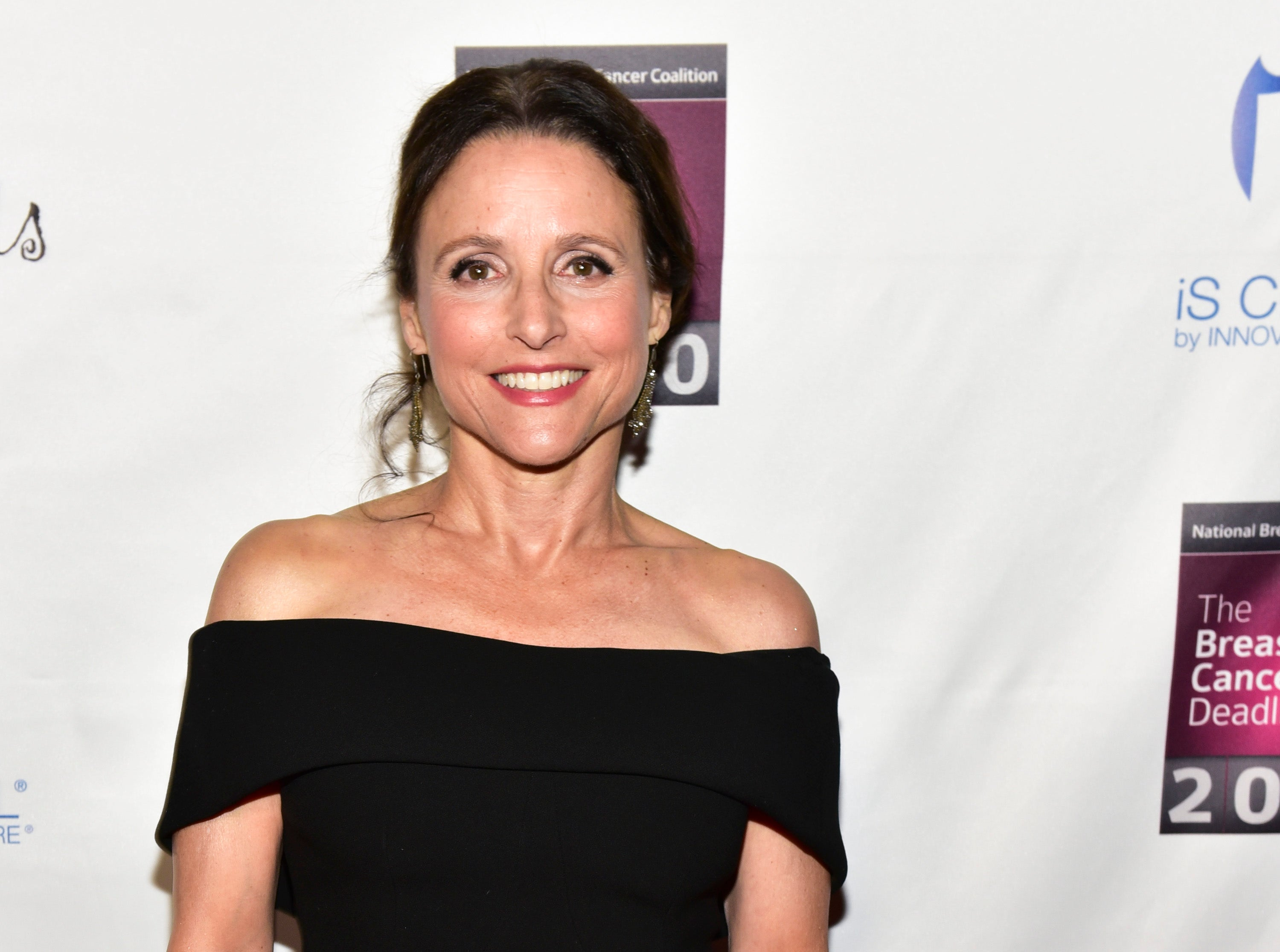 Apple signs Julia Louis-Dreyfus to develop projects for streaming service - Fox Business thumbnail