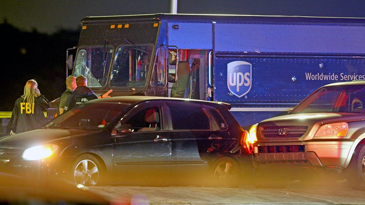 Chase with stolen UPS truck ends with shootout, 4 dead - Fox Business