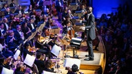 NBA rookie conducts Boston Pops orchestra holiday concert