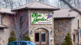 Olive Garden owner sees profits plunge due to pension hit