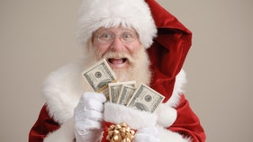What mall Santas get paid, depending on beard, smile, and X factor