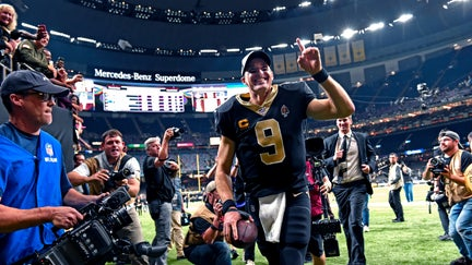 Drew Brees sets NFL all-time TD record in Saints' crushing win over Colts