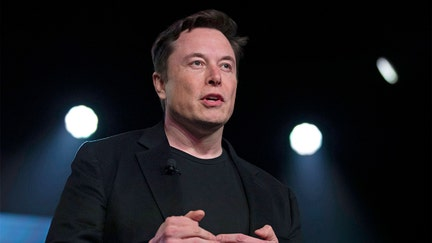 Elon Musk tells Twitter to boot the bots during company meeting
