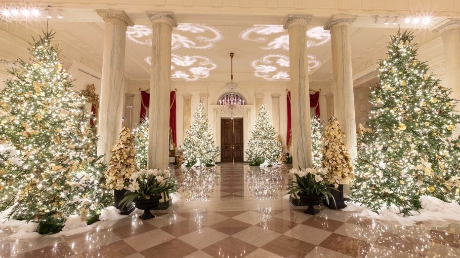 Christmas White House 2020 Trump gives fed workers Christmas Eve off with pay | Fox Business