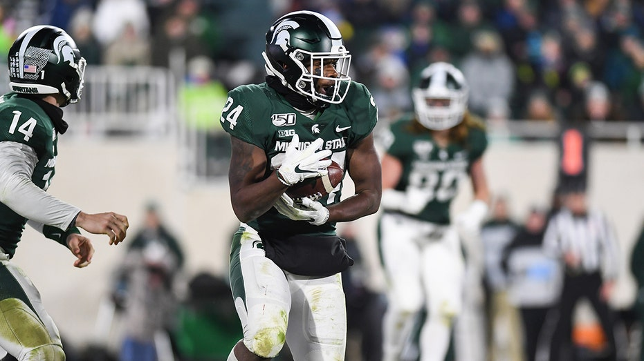 Pinstripe Bowl Coaches Torn On Paying College Athletes Fox