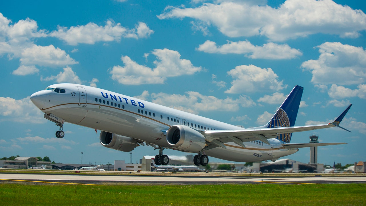 Porn is a problem on United Airlines so flight attendants will train to keep it off flights