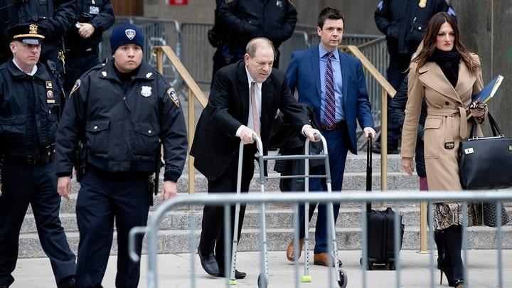 Weinstein ob odhodu iz sodišča s svojimi odvetniki