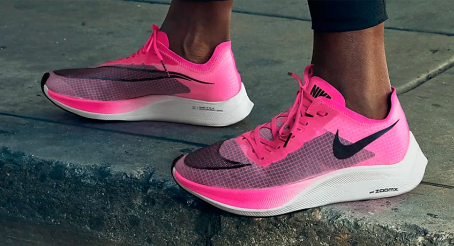 encuesta vacío Conversacional  Nike Vaporfly sneakers cleared for Summer Olympics 2020 | Fox Business